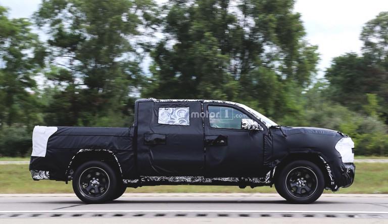 В сети появились фото интерьера пикапа Ram 1500 нового поколения