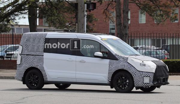 На дорогах замечен Ford Transit Connect с обновлённым дизайном.