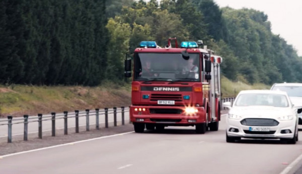 Технология Ford поможет вовремя уступить дорогу «мигалке»