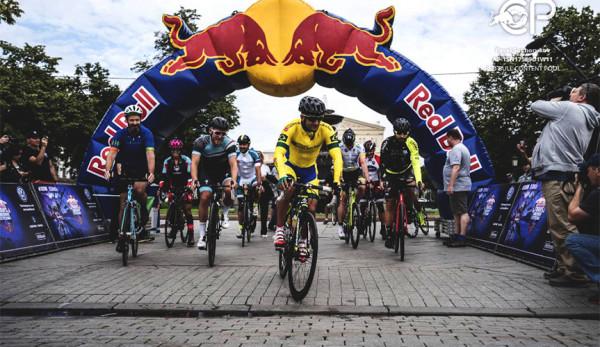 Многодневная велогонка Red Bull Trans-Siberian Extreme 2017 стартовала сегодня в Москве