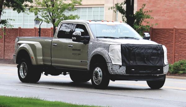 Обновлённый пикап серии Ford Super Duty проходит дорожные испытания